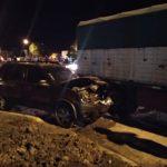 URGENTE: Accidente entre una camioneta y un camión deja una mujer lesionada