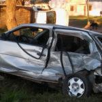Fuerte accidente entre una camioneta y un auto en la madrugada