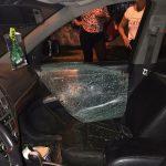 Rompieron el vidrio de una camioneta a patadas para robar una billetera