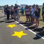 En memoria de los hermanos Pintos: Se pintaron estrellas amarillas en Ruta 20