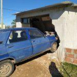 Urdinarrain: Un auto se incrustó en el garaje de una vivienda en la mañana de este sábado