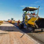 El asfaltado de la Ruta 51 llegó a Irazusta y los vecinos se muestran felices con el avance de la obra
