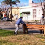 Restauran juegos y bancos en el Parque Paseo San Martín de Urdinarrain