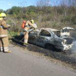 Un auto de Urdinarrain destruido por el fuego en la ruta provincial Nº20