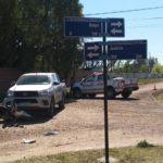 Fuerte accidente entre una camioneta y una moto al lado del Club Deportivo