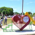 Frente a la Escuela 26 quedó inaugurado un nuevo corazón recolector de tapitas