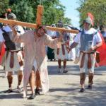 Se realizó un emocionante Vía Crucis por las calles de Urdinarrain