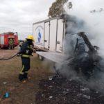 Un furgón térmico quedó destruido por el fuego en la zona rural de Urdinarrain